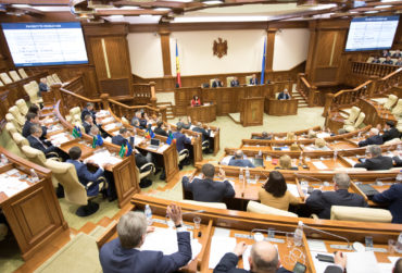 Plenul-Parlamentului_RM-370x251.jpg