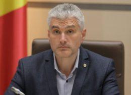 Slusari-s-a-intalnit-cu-Stoianoglo-si-au-discutat-dosarul-fraudei-bancare-Procurorul-general-s-a-aratat-dispus-sa-colaboreze-dar-sa-nu-fie-atras-in-jocuri-politice-6-260x188.jpg