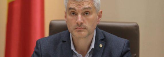Slusari-s-a-intalnit-cu-Stoianoglo-si-au-discutat-dosarul-fraudei-bancare-Procurorul-general-s-a-aratat-dispus-sa-colaboreze-dar-sa-nu-fie-atras-in-jocuri-politice-6-571x200.jpg